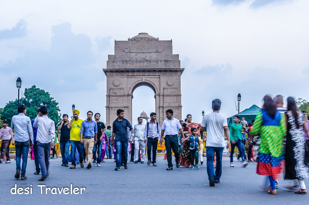Crowds India Gate Evening