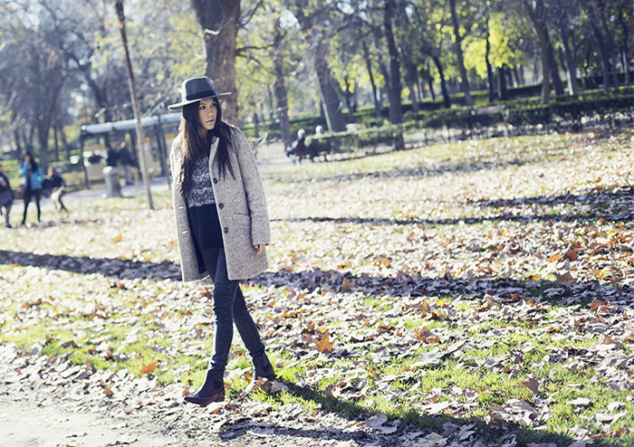 street style barbara crespo grey pepe jeans red boots fashion blogger outfit blog de moda