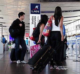 LAN pasajeros ingresando al check-in (RD)
