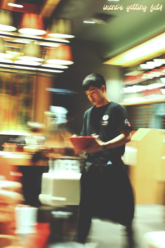 ippudo-waiter