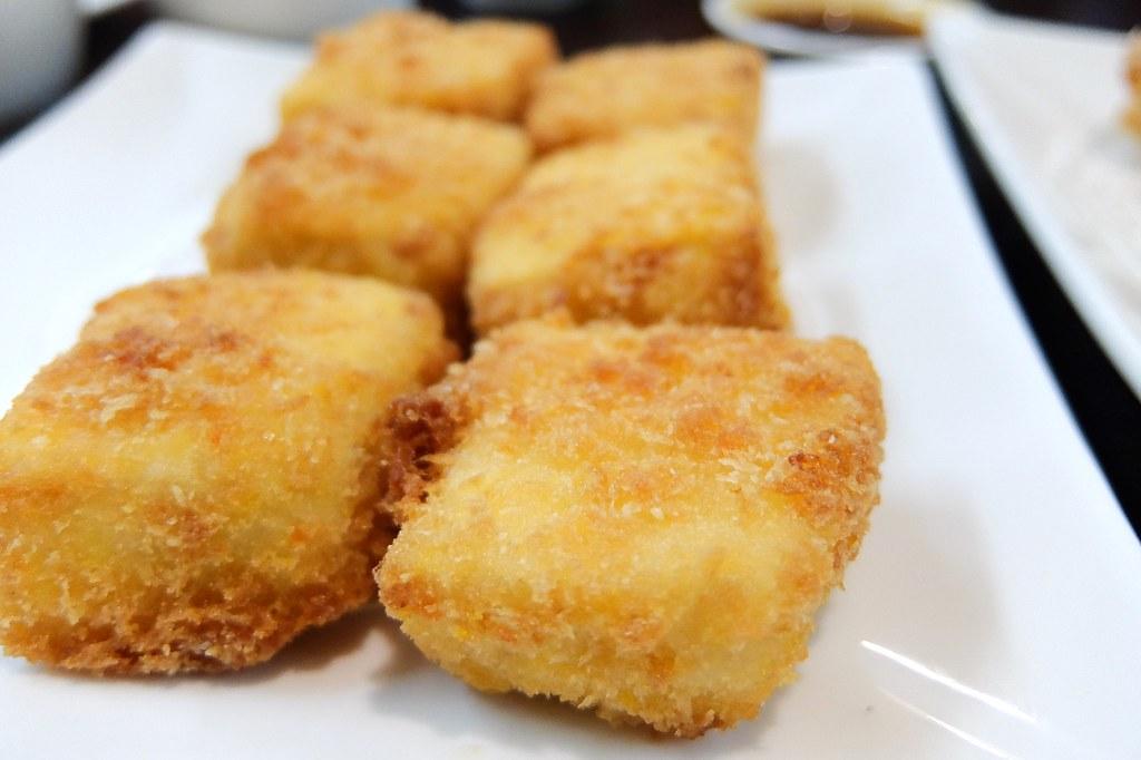 炸豆腐,僅有炸豆腐比較沒特色,應該說比較像是現成的...