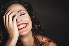 Una sonrisa cuesta menos que la electricidad y da más luz.
