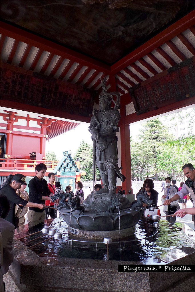 The fountain in the temple