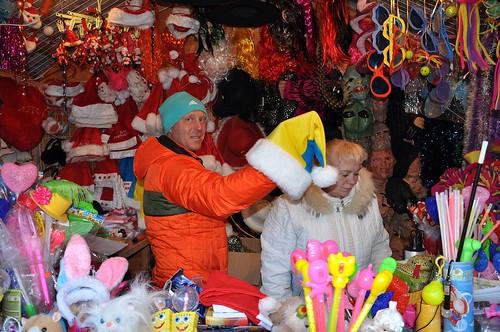 Патріотичні шапки Діда Мороза розкуповують найкраще