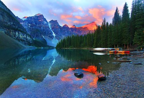 blue red cloud mountain lake canada green water yellow sunrise landscape jasper canyon canoe glacier alberta banff lakelouise sonnenaufgang emerald gem sapphire leverdesoleil morainelake medicinelake lakemoraine simonx commentbygwlap