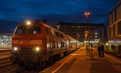 Zum letzten Mal wird die Kurswagengruppe für den IC Rottaler Land im Münchner Hauptbahnhof bereitgestellt.