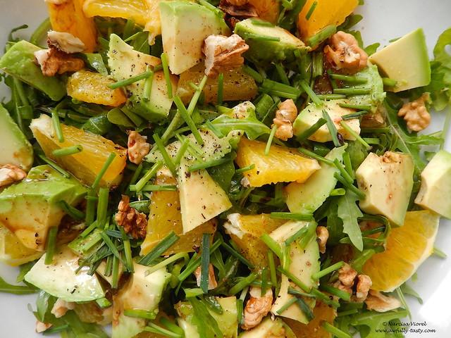 Salata cu avocado, rucola si portocala