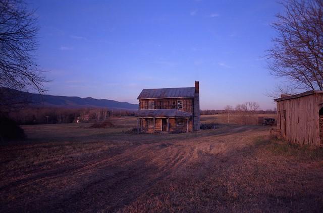 Abandoned Farmhouse, Nikon F100, Nikkor 28mm f/2.8 AF-D