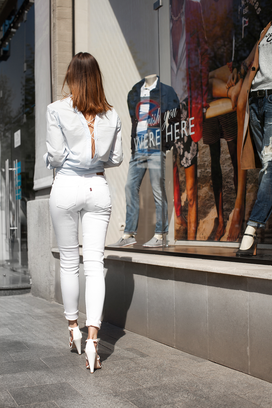 lace-up-back-shirt-outfit-white-skinny-jeans-heels