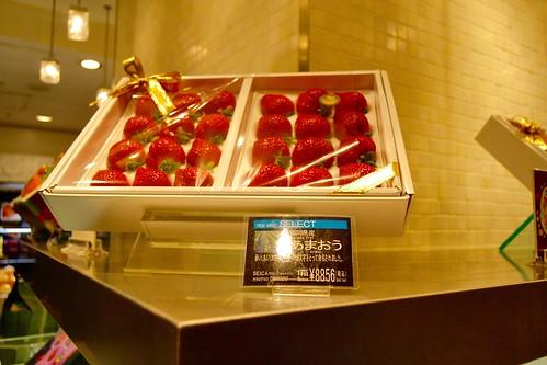 Frutas de Luxo - quase 300 reais uma caixa de morangos no Japão