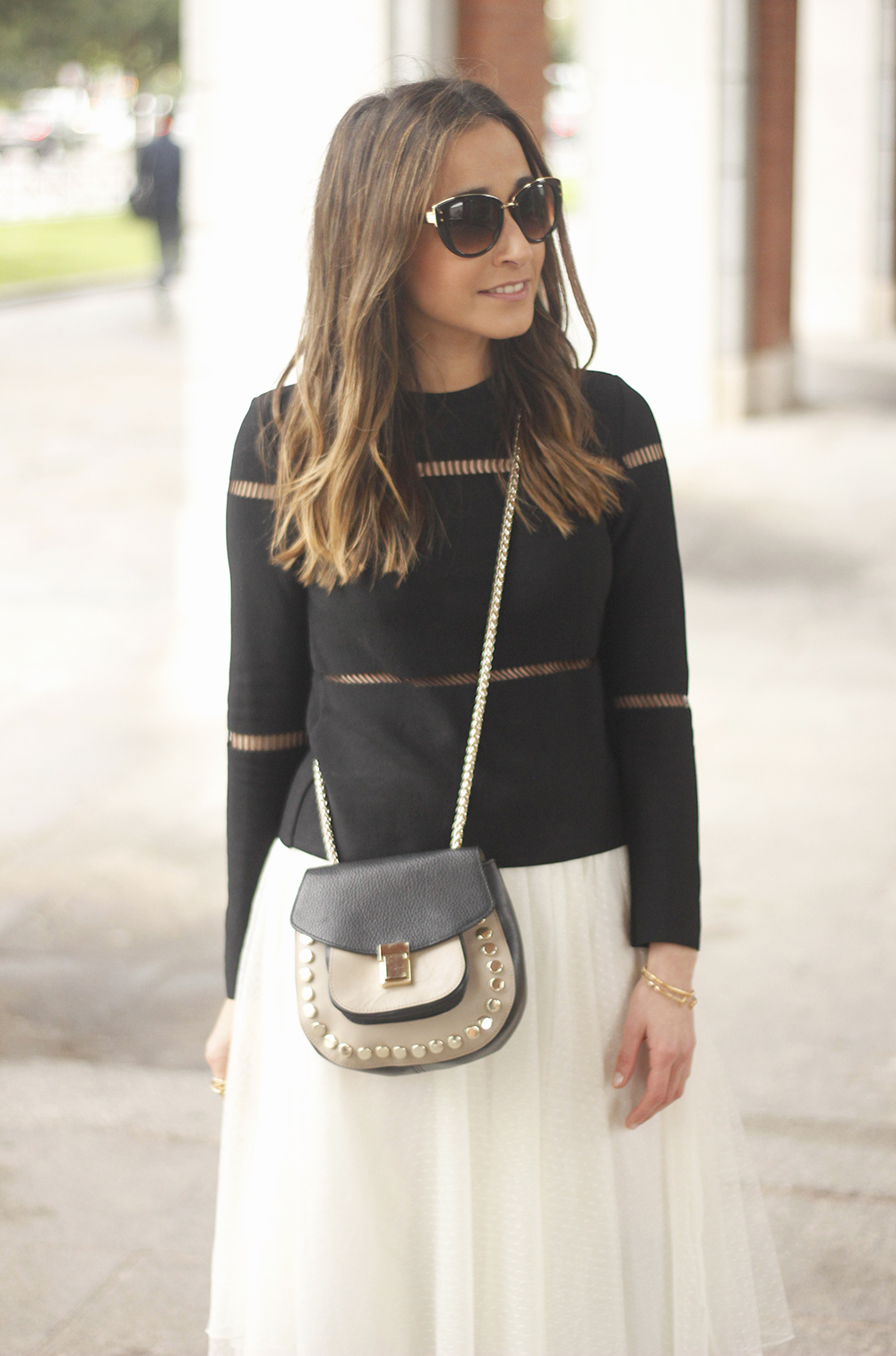 Tulle white skirt over the knee boots black sweater spring rainy day uterqüe bag fashion outfit11