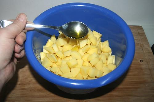 37 - Kartoffeln mit Olivenöl versehen / Add olive oil