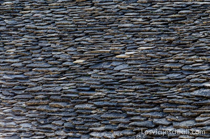 tejado de pizarra del Pirineo en la Jacetania