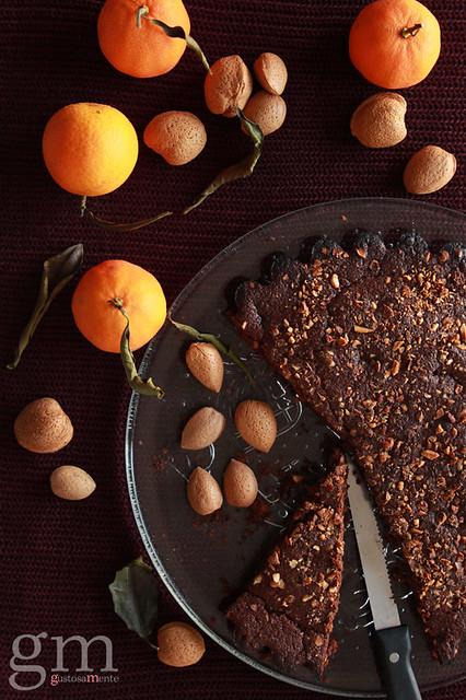 Torta al cacao, mandorle e agrumi