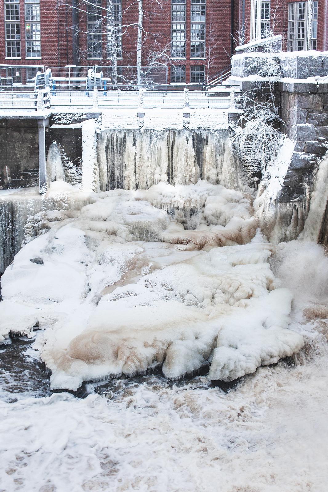 Vanhankaupunginkosken jääveistoksilla