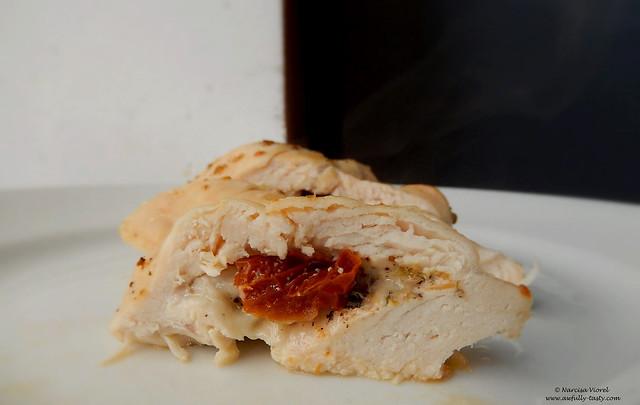 Piept de pui umplut cu mozzarella si rosii uscate