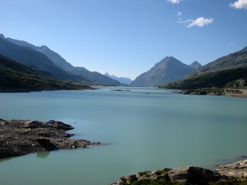 Vuoristojärvi Alpeilla