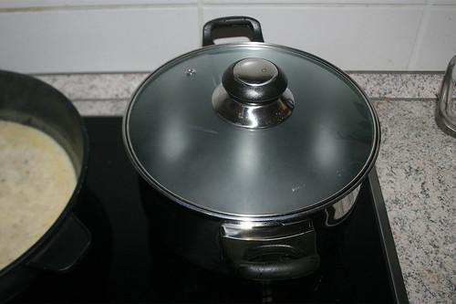 33 - Wasser für Gnocchi aufsetzen / Bring water for gnocchi to boil