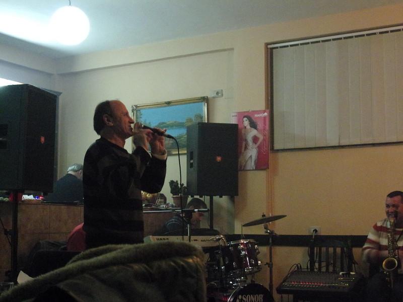 Classy old folk singer
