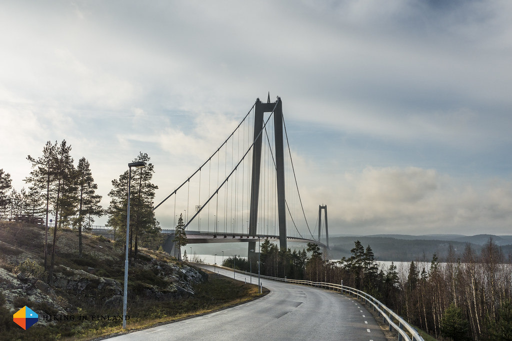 Start at the High Coast Bridge in Hornöberget