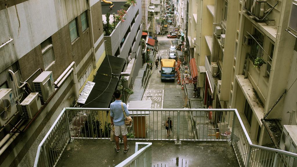 中環, Hong Kong / Sigma 35mm / Canon 6D 去了一趟香港回來之後不知道為什麼更加迷茫。  喔,好吧,至少看得到這條路的盡頭。  Canon 6D Sigma 35mm F1.4 DG HSM Art IMG_1253_16x9 Photo by Toomore