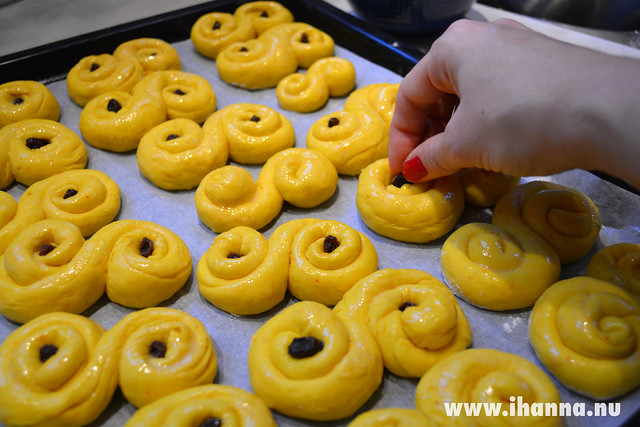 Saffron bun in the making by iHanna, Copyright Hanna Andersson