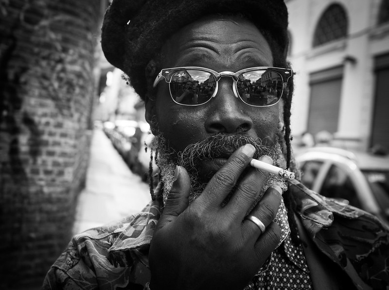 15 Black & White Street Portraits That Will Make You Smile