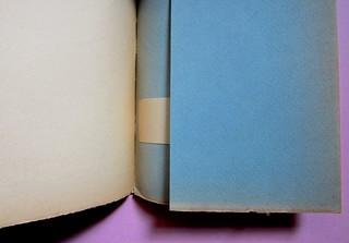 L'entrata in guerra, di Italo Calvino. Einaudi 1954. [Progetto grafico di Albe Steiner]. Verso della carta di guardia, verso della quarta di copertina, talloncino porta prezzo, risvolto della q. di cop. (part.), 1
