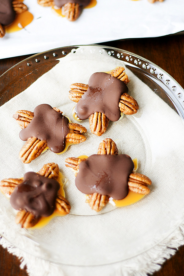 holiday  food gifts| homemade chocolate turtles