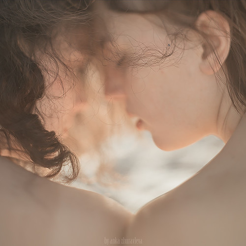 somewere on a beach. close-up por anka zhuravleva