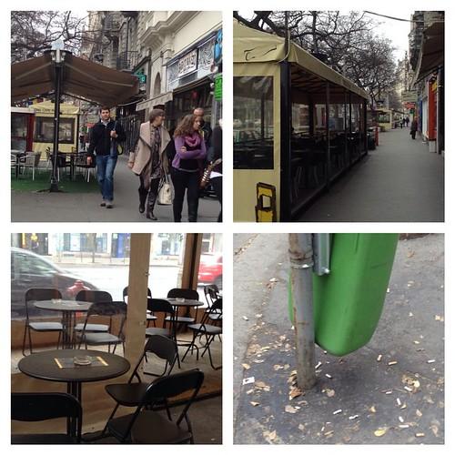 """В Будапеште с местами для курения - просто отлично! Почти все кафе построили напротив на тротуаре павильончики, где """"можно"""", там есть вайфай и полно людей. Кури не хочу! Так что нечего нас пугать правильной некурящей Европой! #будапешт"""