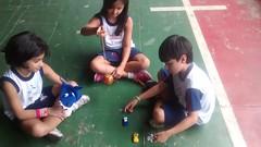 Nas aulas de Educação Física, os alunos do 2º ano resgatam os brinquedos e brincadeiras!