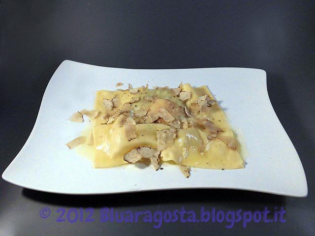 03-raviolo con ricotta e spinaci al tuorlo fondant con tartufo bianco