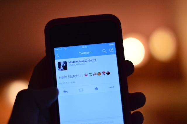 Twittern Hello October Bokeh iPhone 4 Tweet
