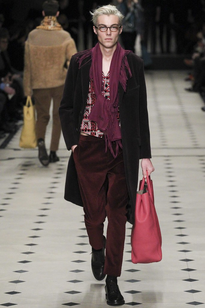 FW15 London Burberry Prorsum041(VOGUE)