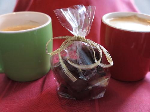 Geschenkte Süßigkeiten zum Kaffee