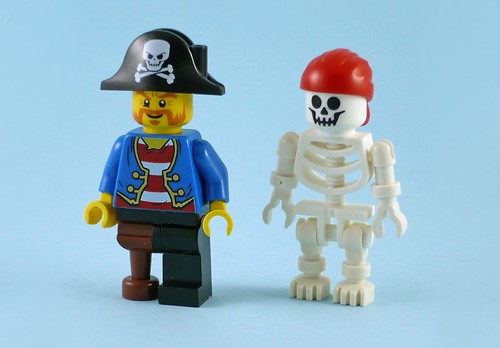 10679 Pirate Treasure Hunt figures01