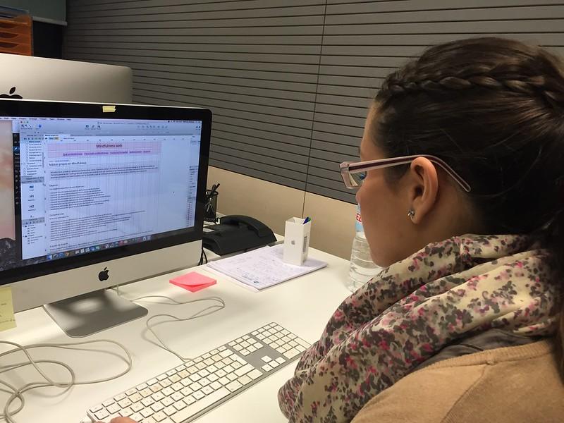 Verónica trabajando en Torresburriel Estudio.