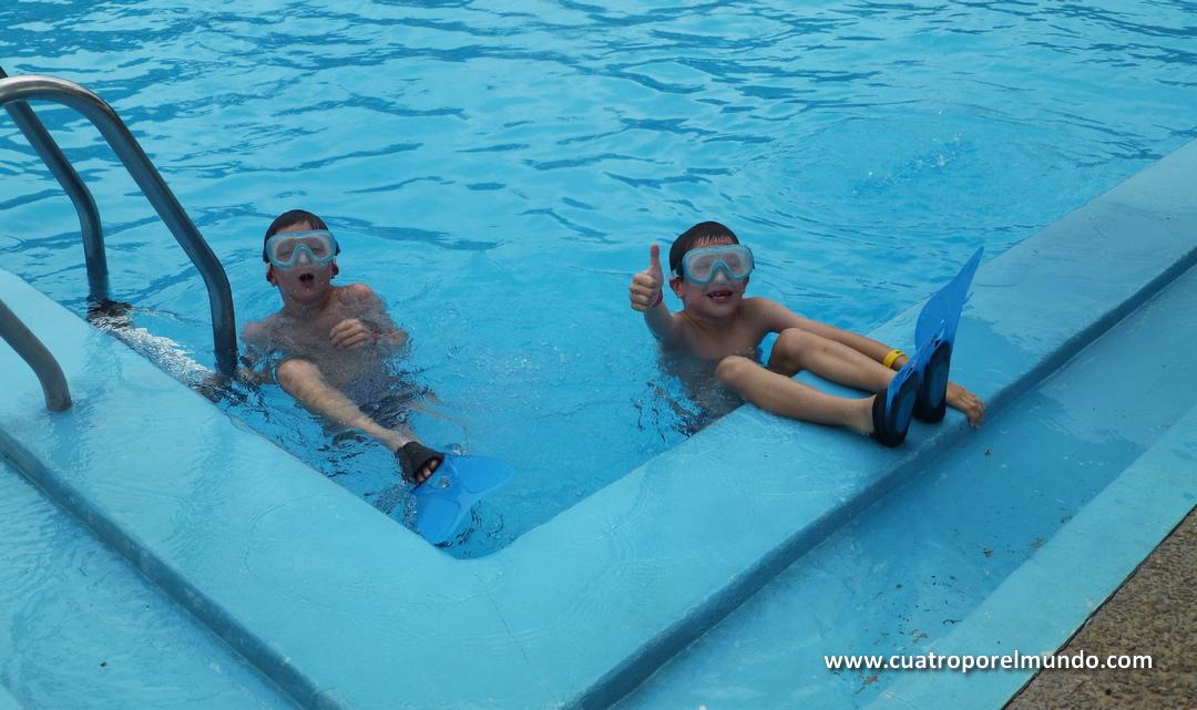 Estrenando las aletas en las piscinas de Arapey