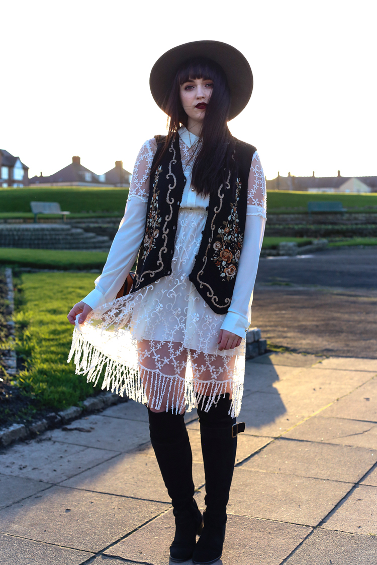 gypsy fashion, boho blogger, bohemian look, hippy girl, over the knee boots