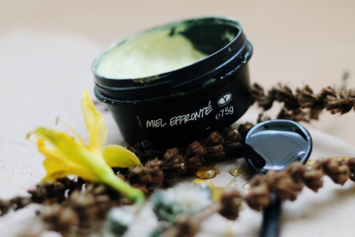 Lush Brazened Honey Review, Lush Fresh Face Mask, Lush Miel Effronté