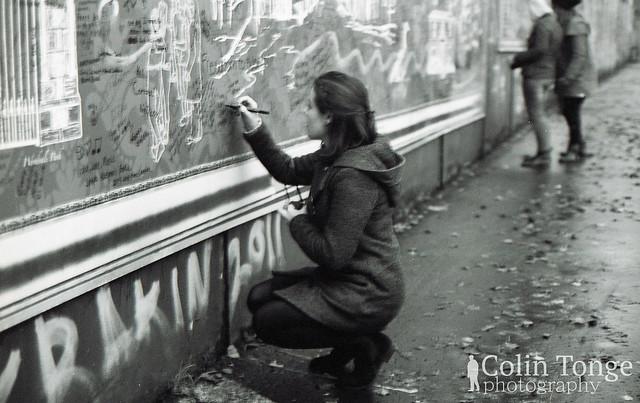 Lára at the peace wall