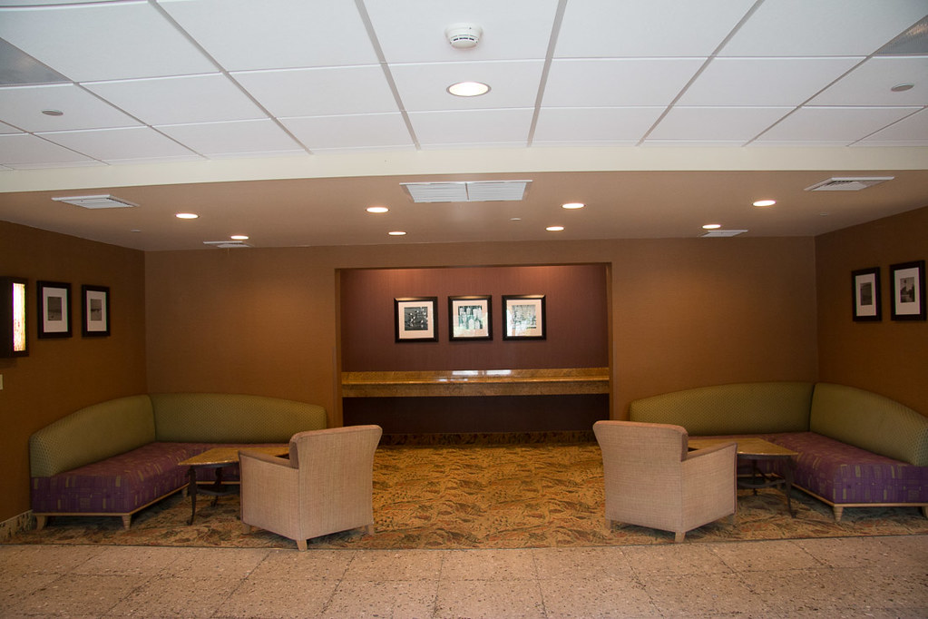 Seating area in Hampton Inn Lobby
