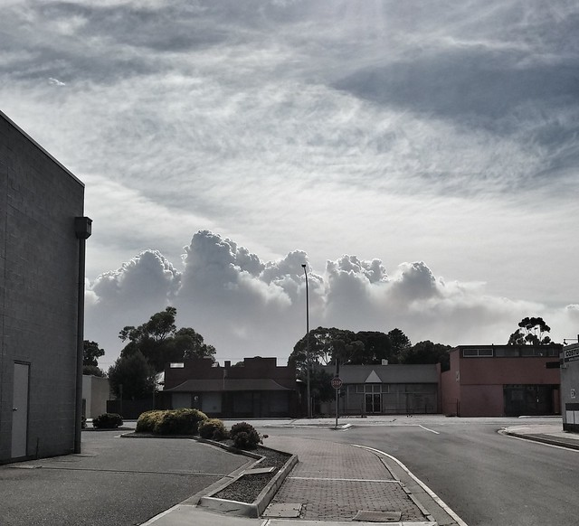 Smoke from bushfire looks like clouds