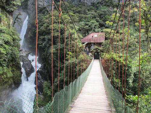 Baños: le pont suspendu et la cascada El Pailon del Diablo
