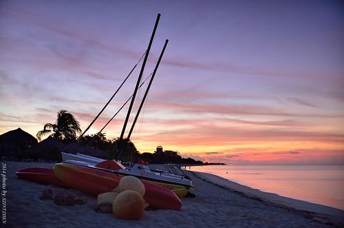 beach sailboat sunrise cuba trinidad caribbeansea 日出 sunglow 海灘 playaancón 火燒雲 古巴 加勒比海 德里尼達