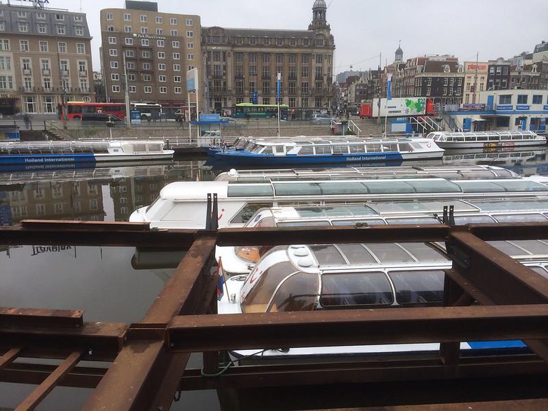 アムステルダム中央駅 駅前の運河