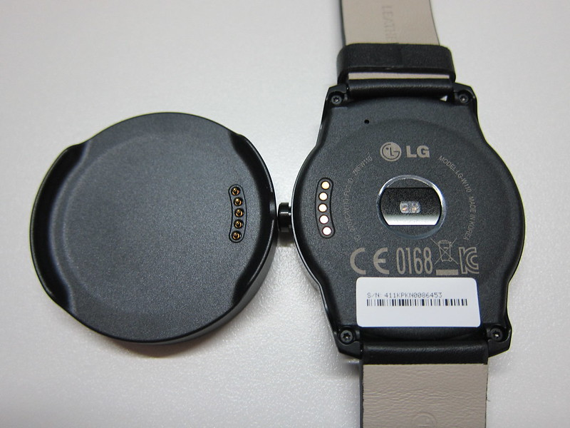 LG G Watch R - With Magnetic Charger