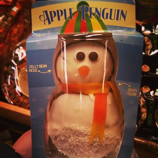 Because everyone NEEDS a chocolate #caramel #apple #penguin for the holidays! #candyapple #TisTheSeason they had snowmen too...
