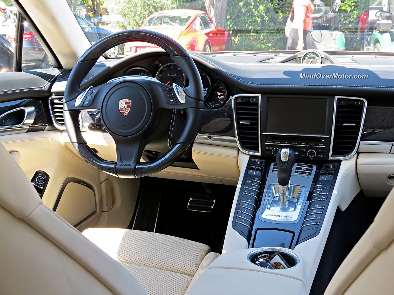 Porsche Panamera Turbo S Executive Interior